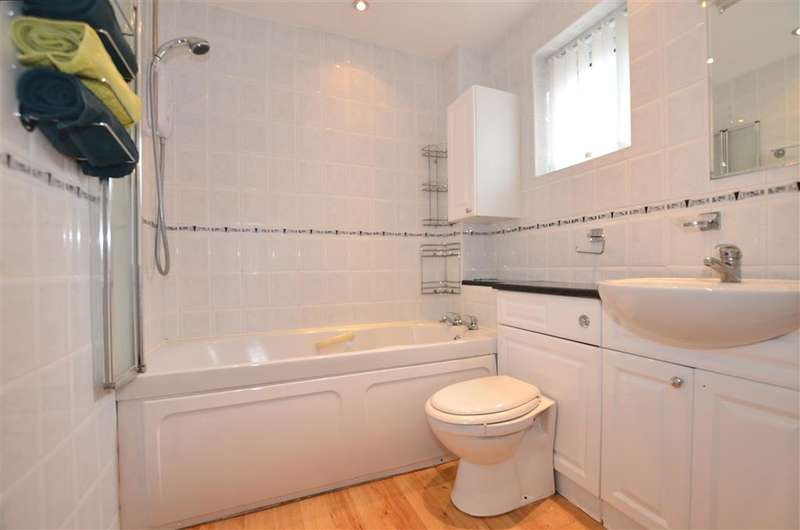 3 Bedrooms Link Detached House for sale in Woodbury Road, Walderslade Woods, Chatham, Kent