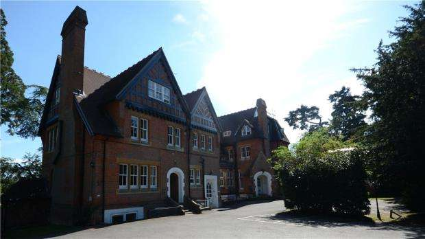 1 Bedroom Maisonette Flat for sale in Longdown Lodge, Crowthorne Road, Sandhurst