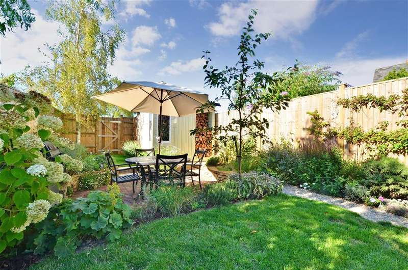 4 Bedrooms Semi Detached House for sale in The Street, Framfield, Uckfield, East Sussex