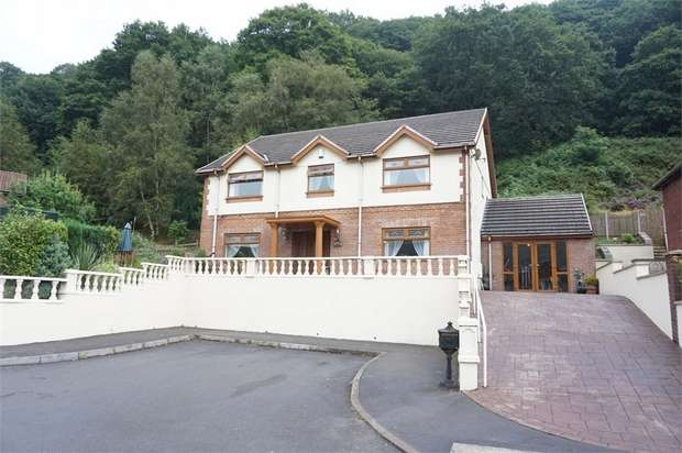 4 Bedrooms Detached House for sale in 9 Cwm Darran Place, Deri, BARGOED, Caerphilly