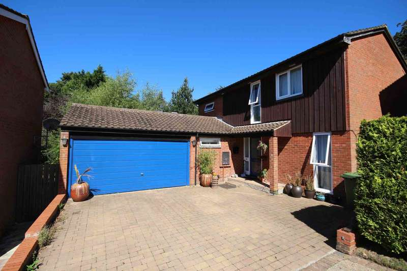 4 Bedrooms Detached House for sale in Greenham Wood, Bracknell