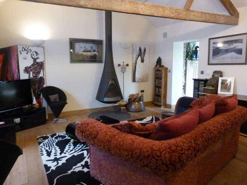 2 Bedrooms Barn Conversion Character Property for sale in Grosmont, Abergavenny