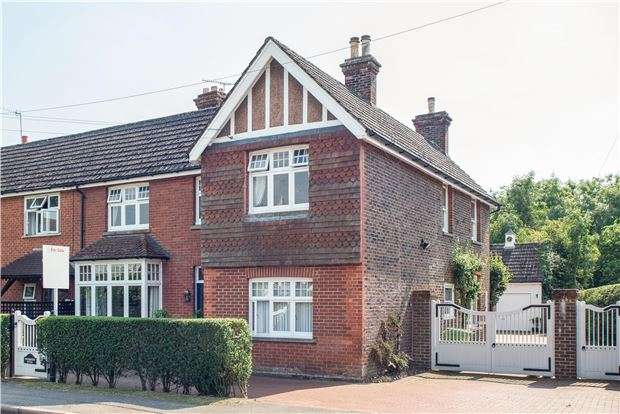 4 Bedrooms Semi Detached House for sale in Charlwood, RH6