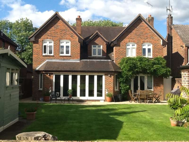 4 Bedrooms Detached House for sale in Church Road, Windlesham, Surrey, GU20