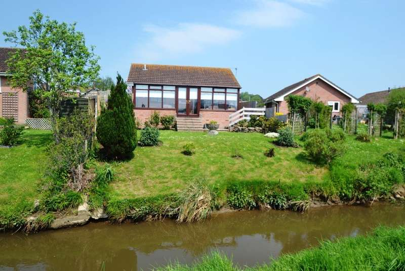2 Bedrooms Detached Bungalow for sale in Bridport