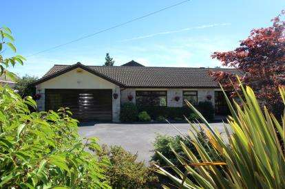 5 Bedrooms Detached House for sale in West Parley, Ferndown