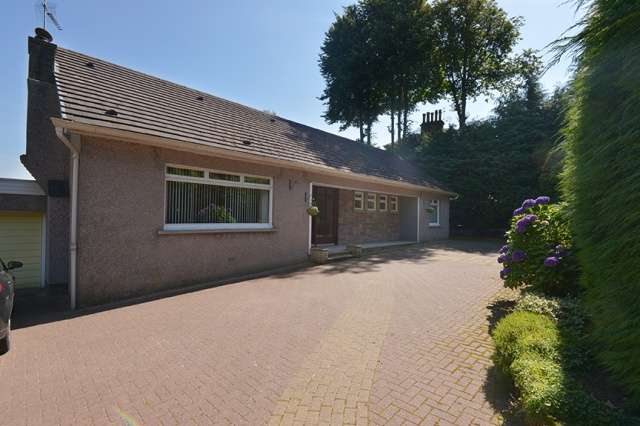 3 Bedrooms Bungalow for sale in Main Road, Castlehead, Paisley, PA2 6AJ