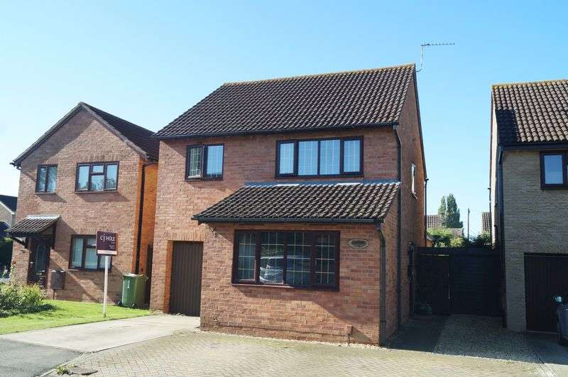 4 Bedrooms Detached House for sale in Fircroft Close, Hucclecote, Gloucester