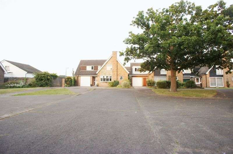 4 Bedrooms Detached House for sale in Glentress Close, St Johns, Colchester
