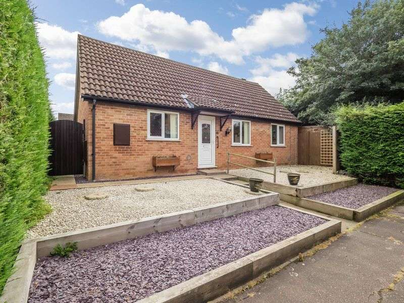 3 Bedrooms Detached Bungalow for sale in Stylman Road, Clover Hill, Norwich