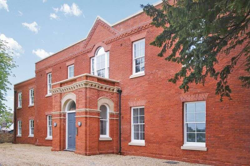 1 Bedroom Flat for sale in High Street, Huntingdon