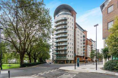 2 Bedrooms Flat for sale in Orchard Place, Southampton, Hampshire
