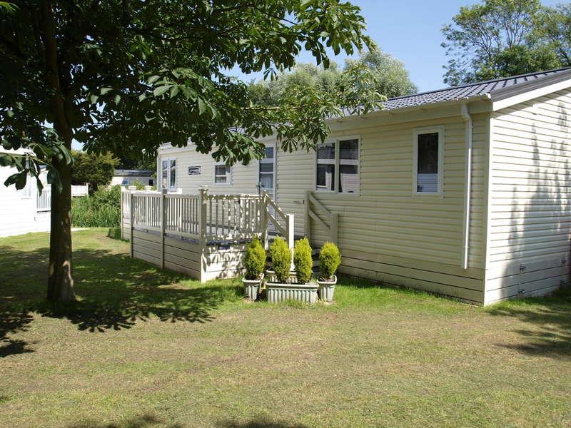 2 Bedrooms Mobile Home for sale in Pinehurst Lodge, Weeley Brindge Park CO16 9DH
