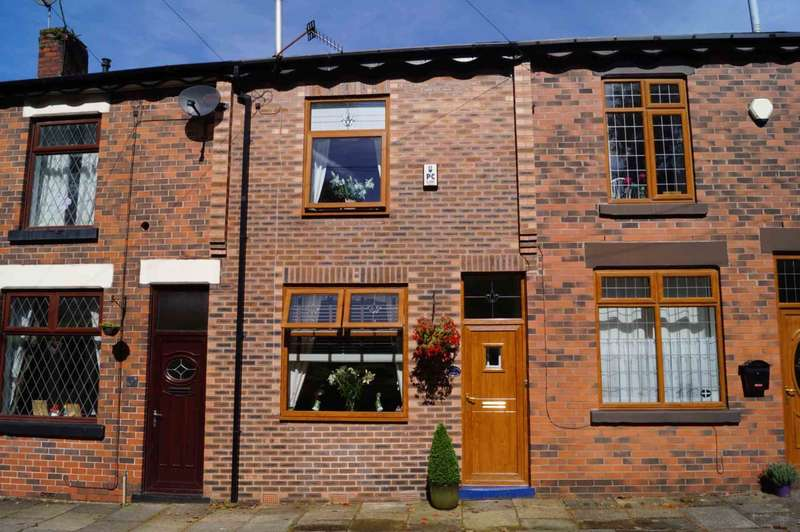 2 Bedrooms Terraced House for sale in Heavily Grove, Horwich