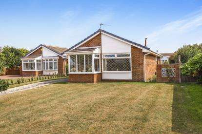 3 Bedrooms Bungalow for sale in Anson Close, Lytham St. Annes, Lancashire, England, FY8