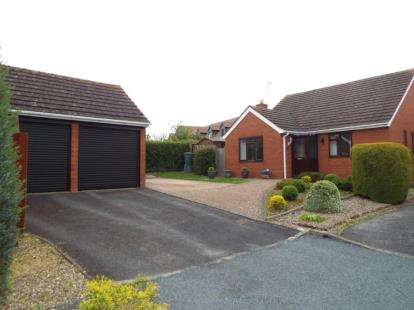 3 Bedrooms Bungalow for sale in Hillside Close, Evesham, Worcestershire
