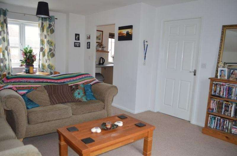 2 Bedrooms Flat for sale in Greenfinch Crescent, Witham St. Hughs, LN6