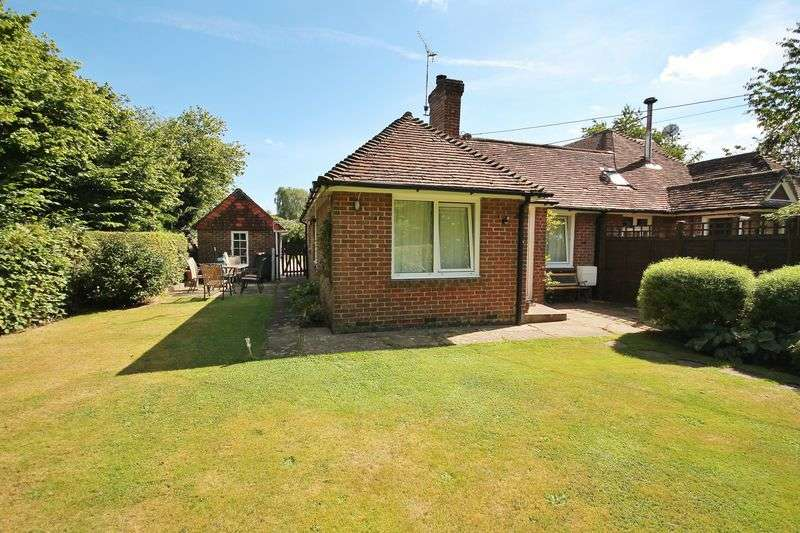 3 Bedrooms Semi Detached Bungalow for sale in Church Street, West Chiltington