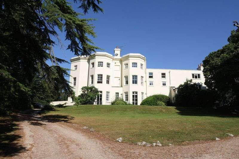 2 Bedrooms Flat for sale in Hill Farm Road, Taplow