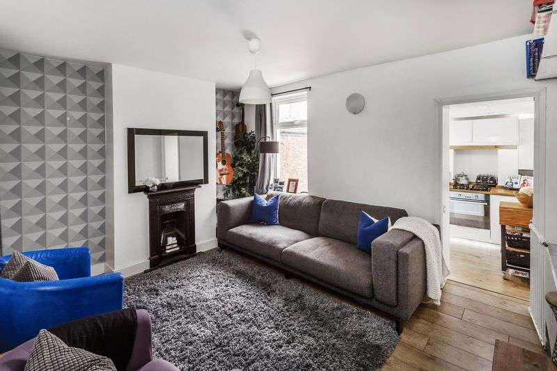 2 Bedrooms Semi Detached House for sale in Selsdon Road, South Croydon