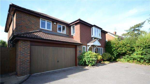 5 Bedrooms Detached House for sale in Upper Hale Road, Farnham, Surrey