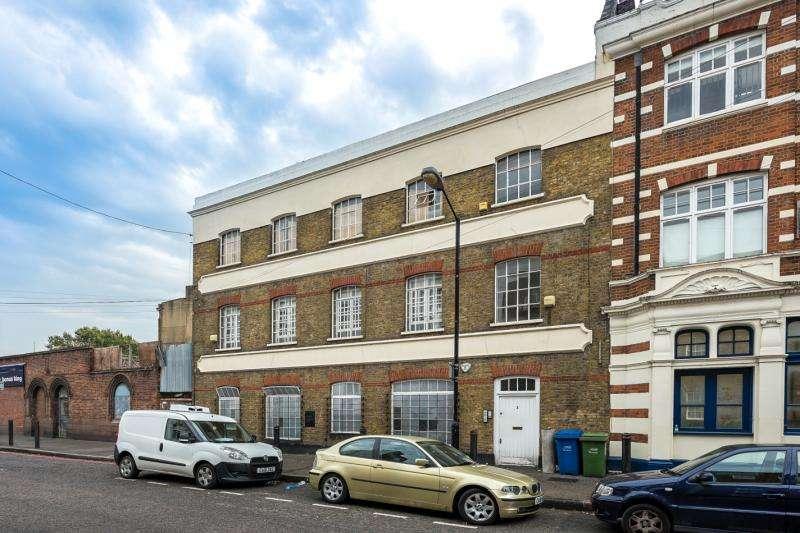 2 Bedrooms Flat for sale in Surrey Square, Elephant & Castle, London, SE17