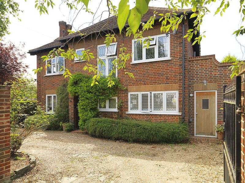 4 Bedrooms Detached House for sale in Woodlands Avenue, New Malden, KT3