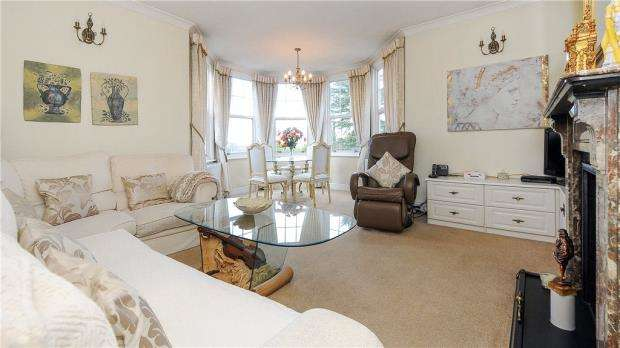 2 Bedrooms Apartment Flat for sale in Ridgway Parade, Frensham Road, Farnham