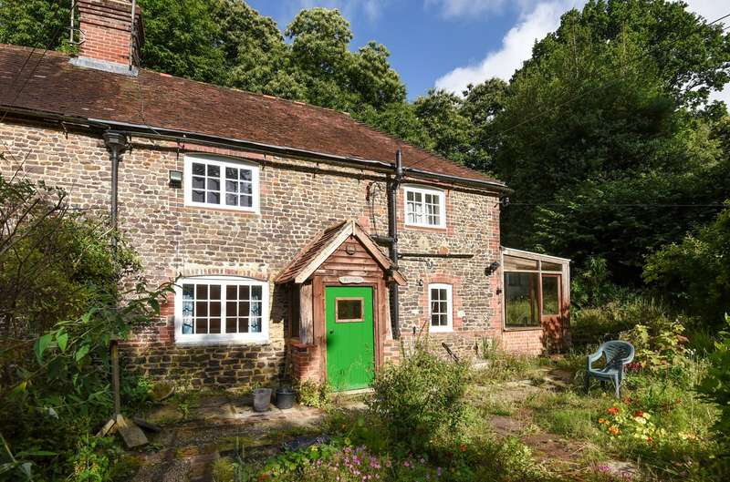 2 Bedrooms Semi Detached House for sale in Bohemia Cottages, Georges Lane, Storrington, RH20