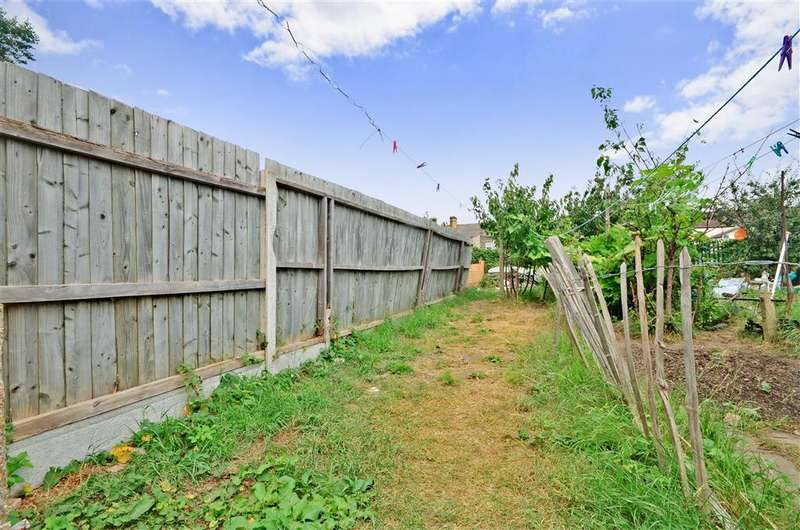 2 Bedrooms Ground Flat for sale in Victoria Avenue, East Ham, London