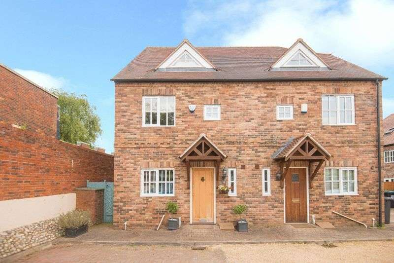 3 Bedrooms Semi Detached House for sale in Buckwood Road, Markyate **NO UPPER CHAIN**
