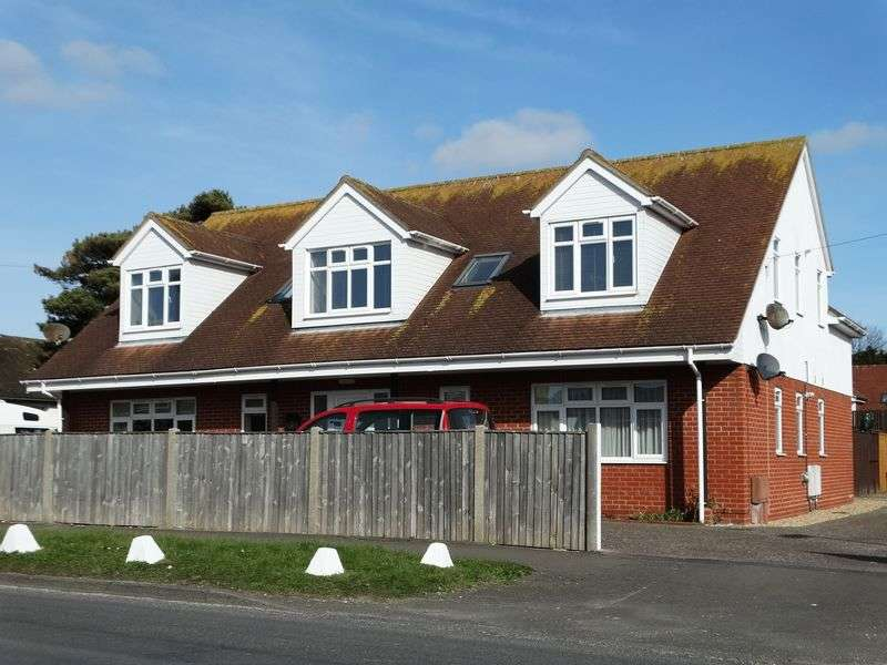 2 Bedrooms Flat for sale in Church Road, Selsey