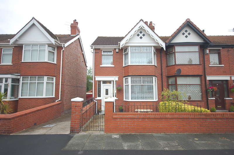 3 Bedrooms Semi Detached House for sale in Lakeway, Blackpool