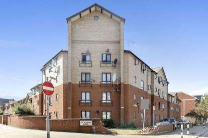 1 Bedroom Flat for sale in Odeon Court, St. Albans Road, Harlesden, London