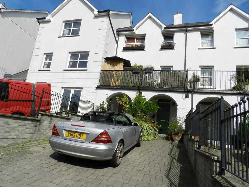 4 Bedrooms Terraced House for sale in Kensington Gardens, Haverfordwest, Pembrokeshire