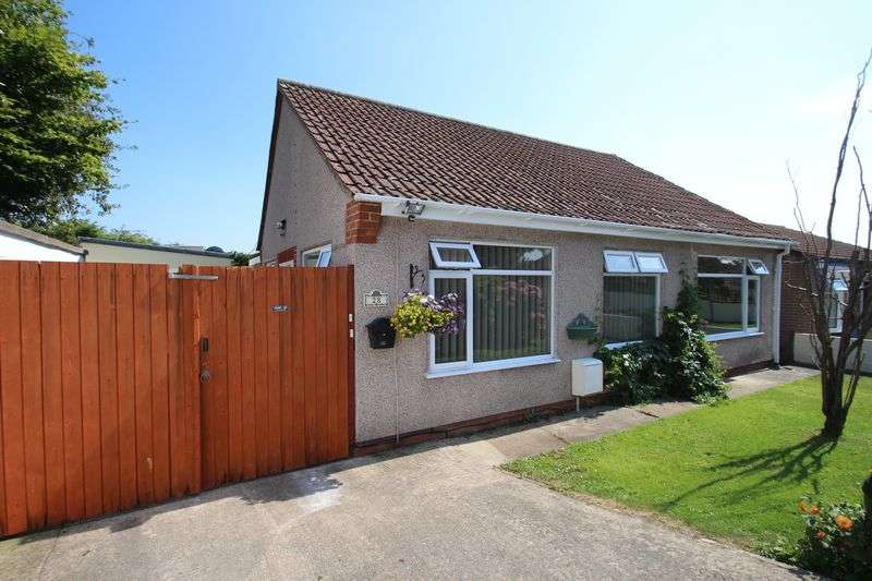 3 Bedrooms Detached Bungalow for sale in Hollyguest Road Hanham Bristol