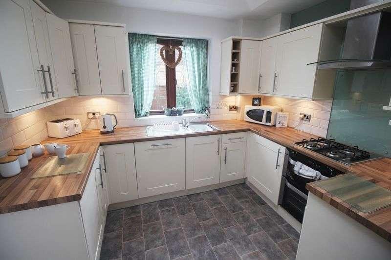 3 Bedrooms Terraced House for sale in Coronation Street, Elland