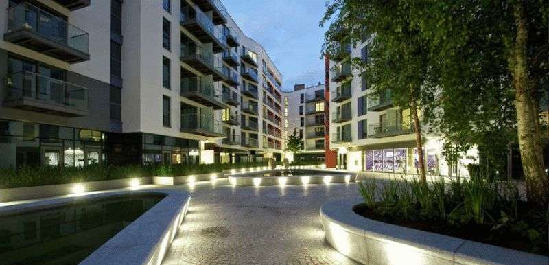 3 Bedrooms Flat for sale in Saffron Tower, Croydon