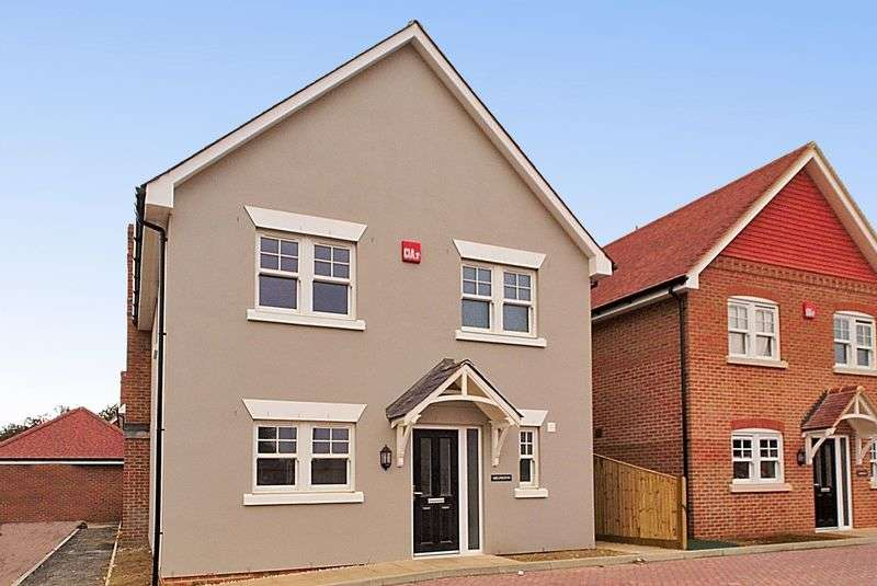 3 Bedrooms Detached House for sale in Chidham Place, Main Road, Chidham