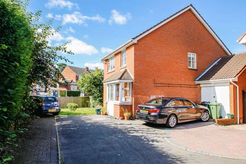 4 Bedrooms Detached House for sale in Pool View, Rushall, Walsall