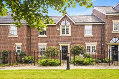 3 Bedrooms Terraced House for sale in Farington Court, Farington, Leyland, Lancashire