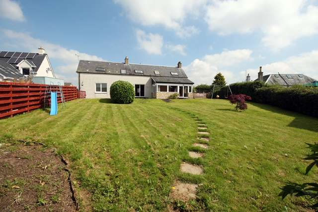 5 Bedrooms Detached House for sale in Perth Road, Stanley, Perthshire, PH1 4PB