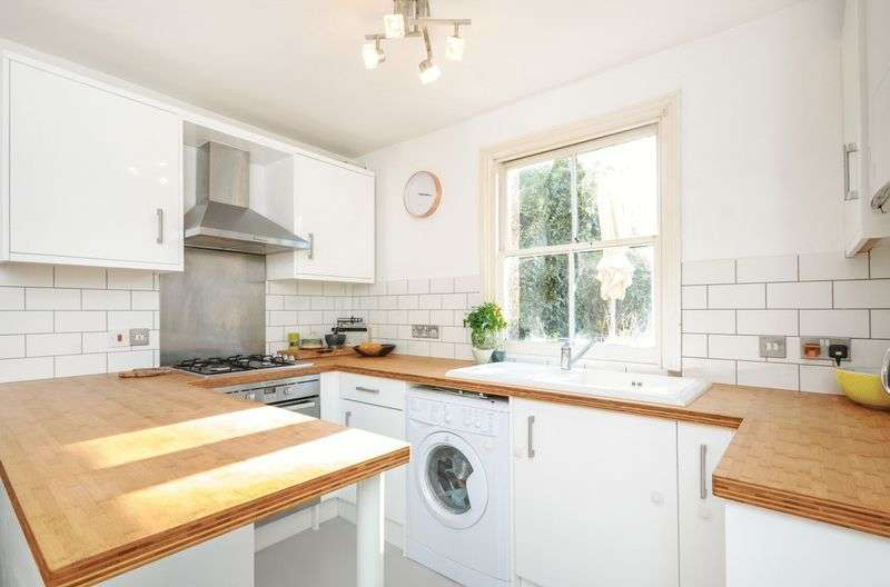 2 Bedrooms Flat for sale in Tankerville Road, Streatham SW16