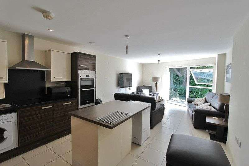 2 Bedrooms Flat for sale in Timpani Hill, Warlingham