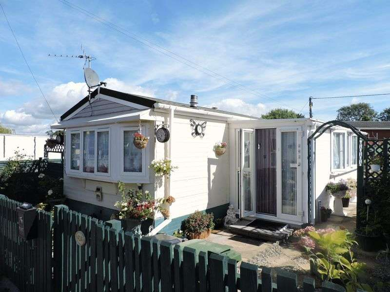 2 Bedrooms Detached Bungalow for sale in Attwood Close, Basingstoke