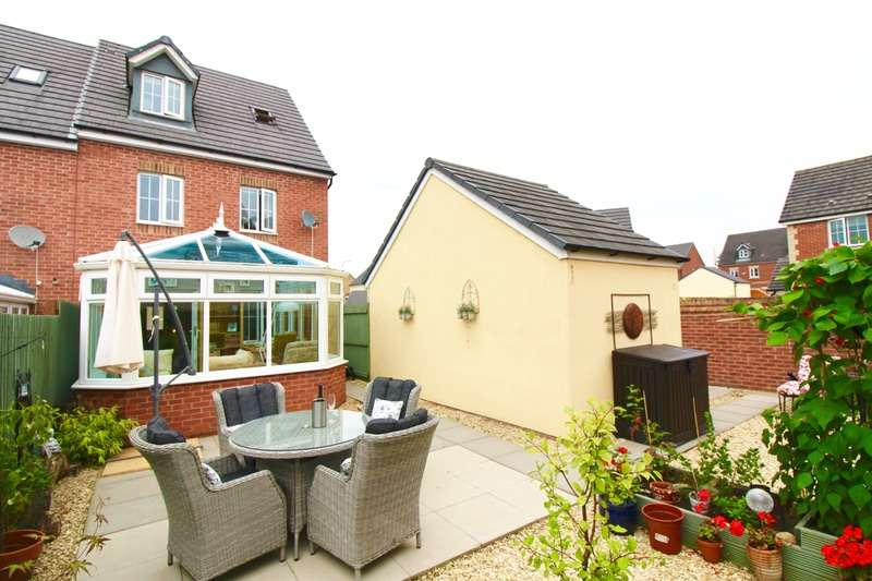 4 Bedrooms Town House for sale in Ffordd Y Glowyr, Ammanford, Carmarthenshire, SA18