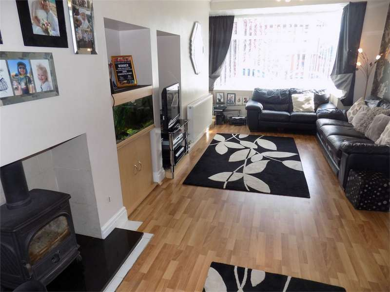 3 Bedrooms Semi Detached House for sale in Longworth Road, Horwich, Bolton, Lancashire