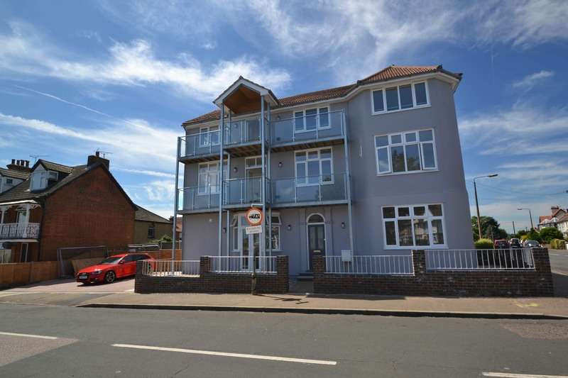 2 Bedrooms Apartment Flat for sale in FRONKS ROAD, DOVERCOURT, Essex, CO12