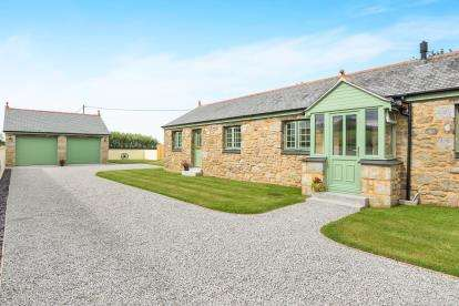 3 Bedrooms Barn Conversion Character Property for sale in Farms Common, Wendron, Helston