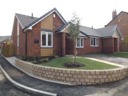 2 Bedrooms Bungalow for sale in Oxclose Lane, Mansfield Woodhouse, Nottinghamshire